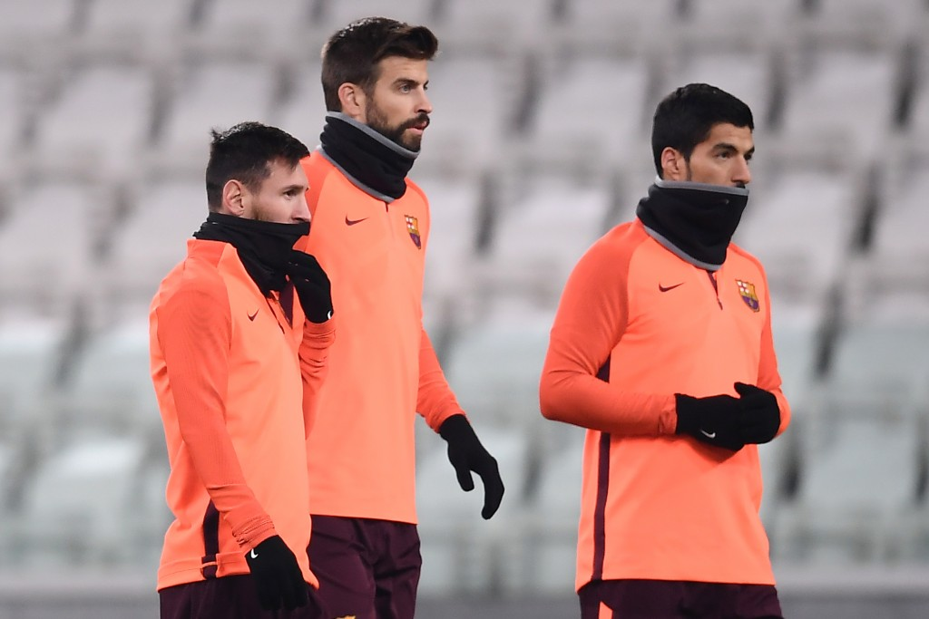 Barcelona's forward Lionel Messi (L) from Argentina, Barcelona's defender Gerard Piquet (C) from Spain and Barcelona's forward Luis Suarez from Uruguay attend a training session on the eve of the UEFA Champions League football match Juventus Vs Barcelona on November 21, 2017 at the 'Juventus Stadium' in Turin. / AFP PHOTO / MARCO BERTORELLO (Photo credit should read MARCO BERTORELLO/AFP/Getty Images)