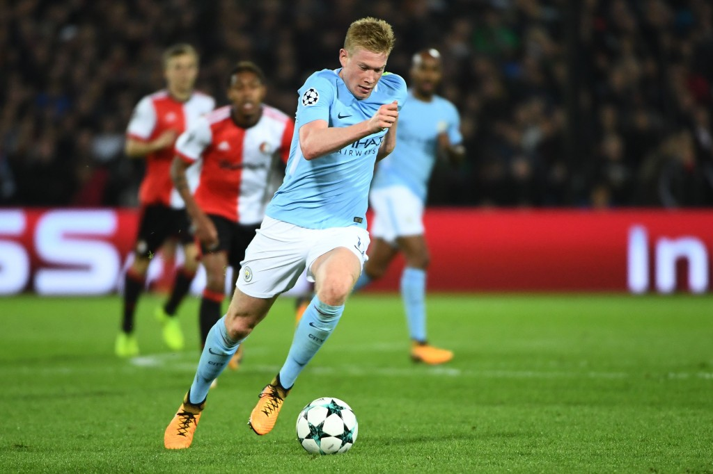 Manchester City's Belgian midfielder Kevin De Bruyne runs with the ball during the UEFA Champions League Group F football match between Feyenoord Rotterdam and Manchester City at the Feyenoord Stadium in Rotterdam, on September 13, 2017. / AFP PHOTO / Emmanuel DUNAND (Photo credit should read EMMANUEL DUNAND/AFP/Getty Images)