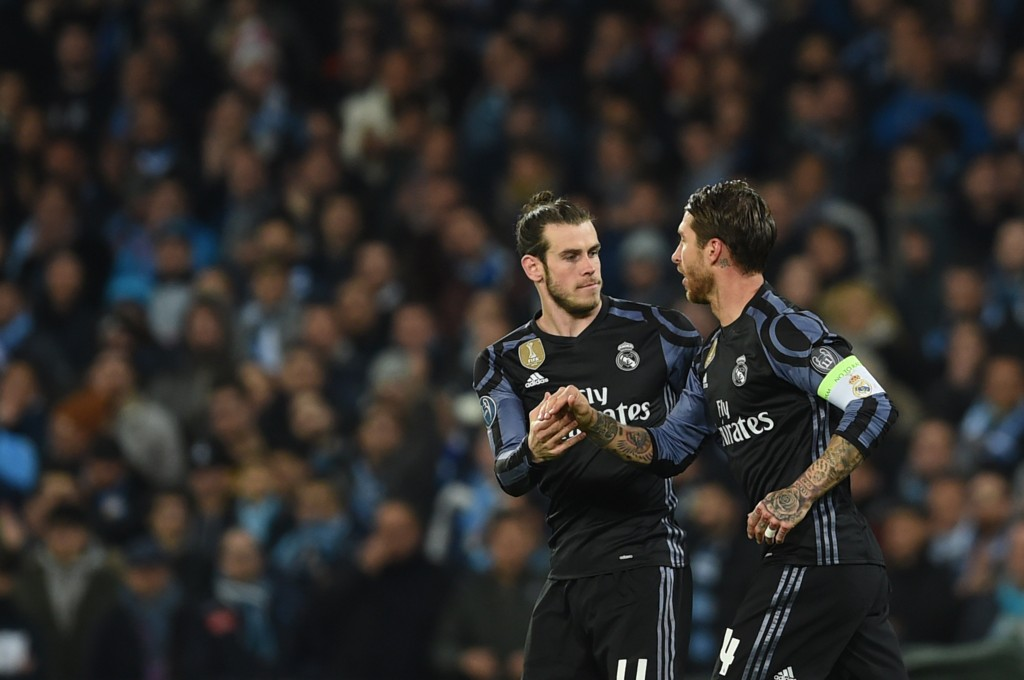 Real Madrid's defender Sergio Ramos (R) is congratulated by teammate Real Madrid's Welsh forward Gareth Bale after scoring during the UEFA Champions League football match SSC Napoli vs Real Madrid on March 7, 2017 at the San Paolo stadium in Naples. / AFP PHOTO / Filippo MONTEFORTE (Photo credit should read FILIPPO MONTEFORTE/AFP/Getty Images)