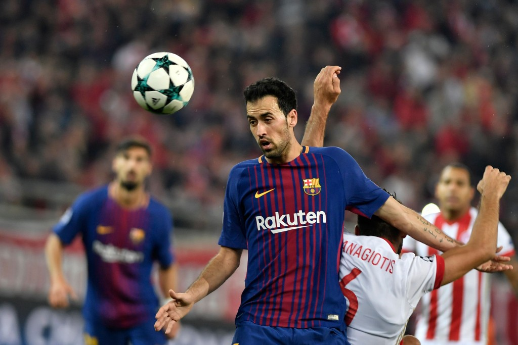 Barcelona's Spanish midfielder Sergio Busquets (L) vies with Olympiakos' midfielder Panagiotis Tachtsidis (R) during the UEFA Champions League group D football match between FC Barcelona and Olympiakos FC at the Karaiskakis stadium in Piraeus near Athens on October 31, 2017. / AFP PHOTO / LOUISA GOULIAMAKI (Photo credit should read LOUISA GOULIAMAKI/AFP/Getty Images)