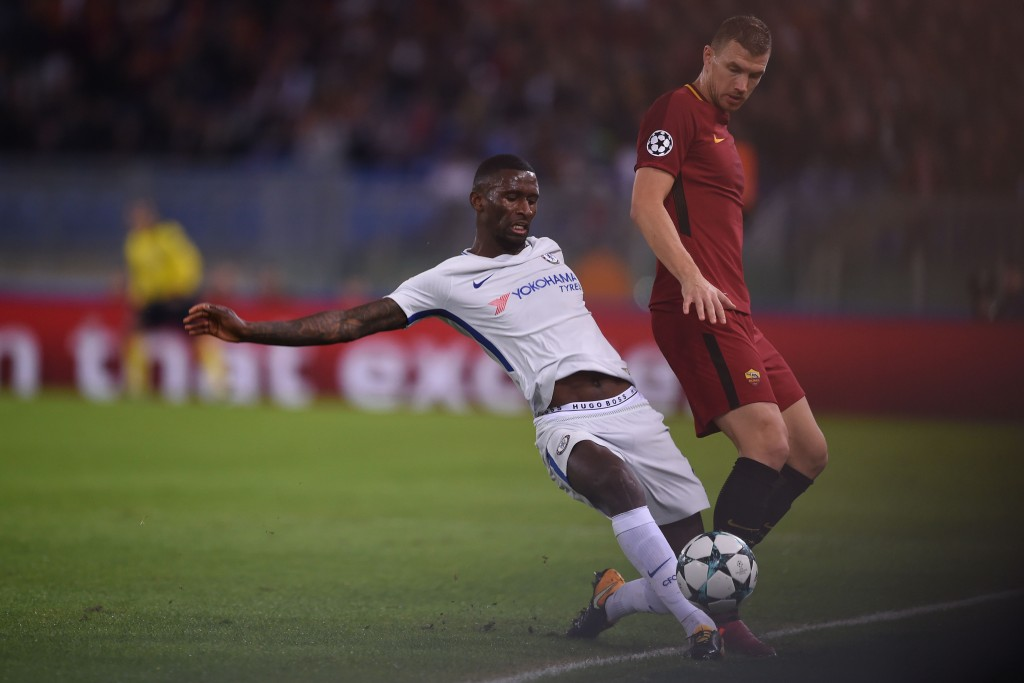 Roma's Bosnian striker Edin Dzeko (R) fights for the ball with Chelsea's German defender Antonio Rudiger during the UEFA Champions League football match AS Roma vs Chelsea on October 31, 2017 at the Olympic Stadium in Rome. / AFP PHOTO / Filippo MONTEFORTE (Photo credit should read FILIPPO MONTEFORTE/AFP/Getty Images)