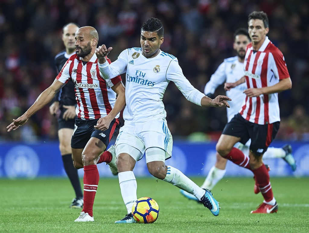 BILBAO, SPAIN - DECEMBER 02: Casemiro of Real Madrid CF (R) competes for the ball with Mikel Rico of Athletic Club (R) during the La Liga match between Athletic Club and Real Madrid at Estadio de San Mames on December 2, 2017 in Bilbao, Spain. (Photo by Juan Manuel Serrano Arce/Getty Images)