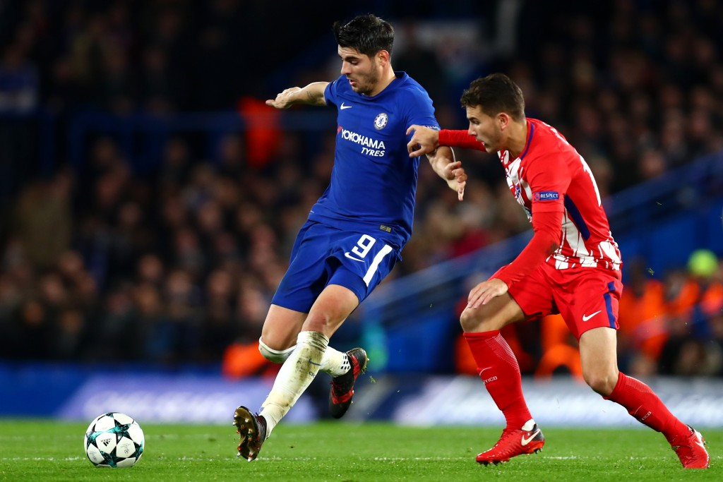 LONDON, ENGLAND - DECEMBER 05: Alvaro Morata of Chelsea is challenged by Saul Niguez of Atletico Madrid during the UEFA Champions League group C match between Chelsea FC and Atletico Madrid at Stamford Bridge on December 5, 2017 in London, United Kingdom. (Photo by Clive Rose/Getty Images)