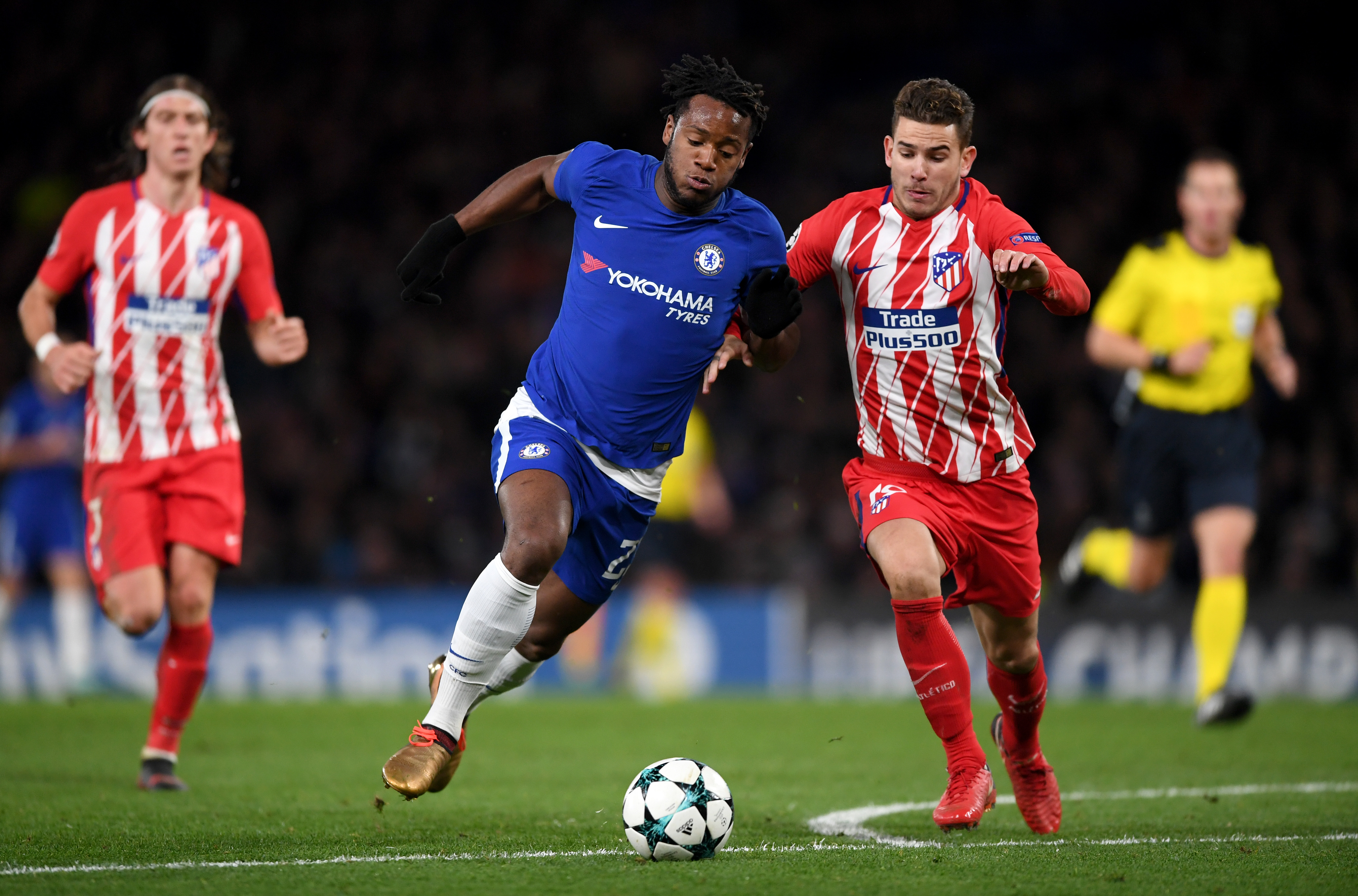 LONDON, ENGLAND - DECEMBER 05: Michy Batshuayi of Chelsea is challenged by Lucas Hernandez of Atletico Madrid during the UEFA Champions League group C match between Chelsea FC and Atletico Madrid at Stamford Bridge on December 5, 2017 in London, United Kingdom. (Photo by Shaun Botterill/Getty Images)