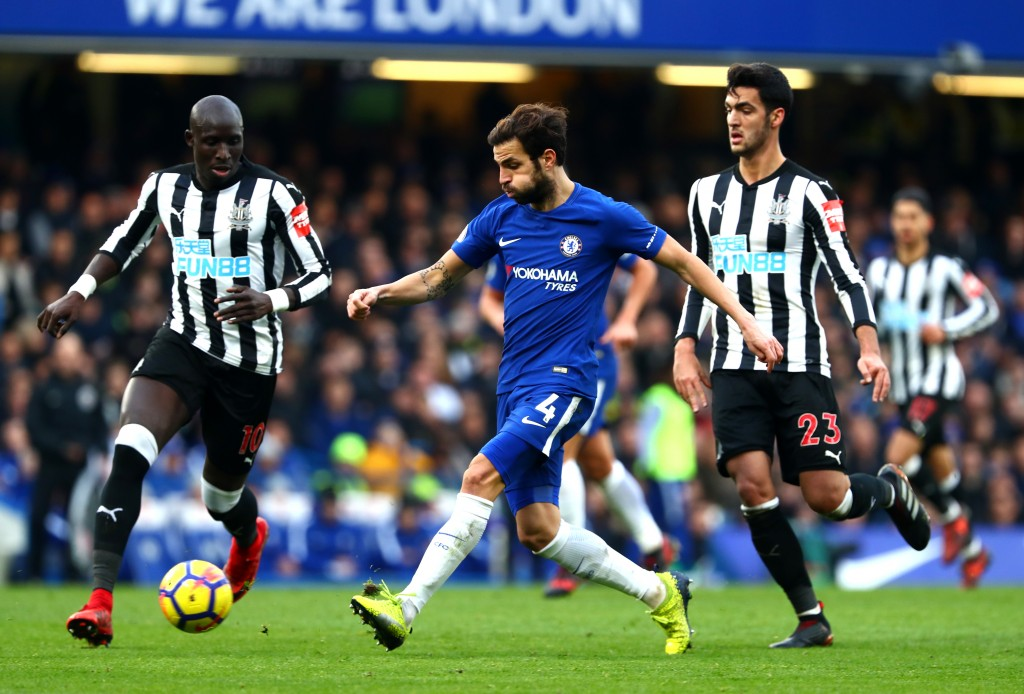 LONDON, ENGLAND - DECEMBER 02: Cesc Fabregas of Chelsea is challenged by Mohamed Diame of Newcastle United during the Premier League match between Chelsea and Newcastle United at Stamford Bridge on December 2, 2017 in London, England. (Photo by Clive Rose/Getty Images)