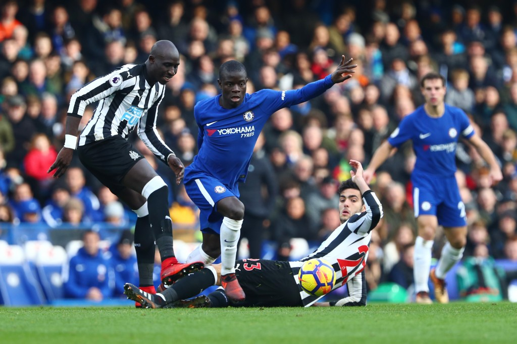 LONDON, ENGLAND - DECEMBER 02: Mikel Merino of Newcastle United attempts to tackle N'Golo Kante of Chelsea during the Premier League match between Chelsea and Newcastle United at Stamford Bridge on December 2, 2017 in London, England. (Photo by Clive Rose/Getty Images)