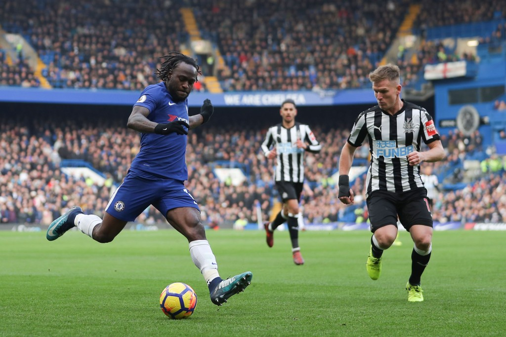 Chelsea's Nigerian midfielder Victor Moses (L) crosses the ball opposed by Newcastle United's Scottish midfielder Matt Ritchie (R) during the English Premier League football match between Chelsea and Newcastle United at Stamford Bridge in London on December 2, 2017. / AFP PHOTO / Daniel LEAL-OLIVAS / RESTRICTED TO EDITORIAL USE. No use with unauthorized audio, video, data, fixture lists, club/league logos or 'live' services. Online in-match use limited to 75 images, no video emulation. No use in betting, games or single club/league/player publications. / (Photo credit should read DANIEL LEAL-OLIVAS/AFP/Getty Images)