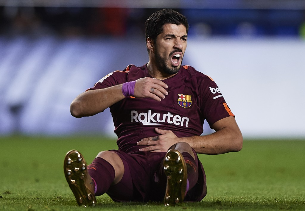VILLARREAL, SPAIN - DECEMBER 10: Luis Suarez of Barcelona reacts on the pitch during the La Liga match between Villarreal and Barcelona at Estadio La Ceramica on December 10, 2017 in Villarreal, Spain. (Photo by Fotopress/Getty Images)