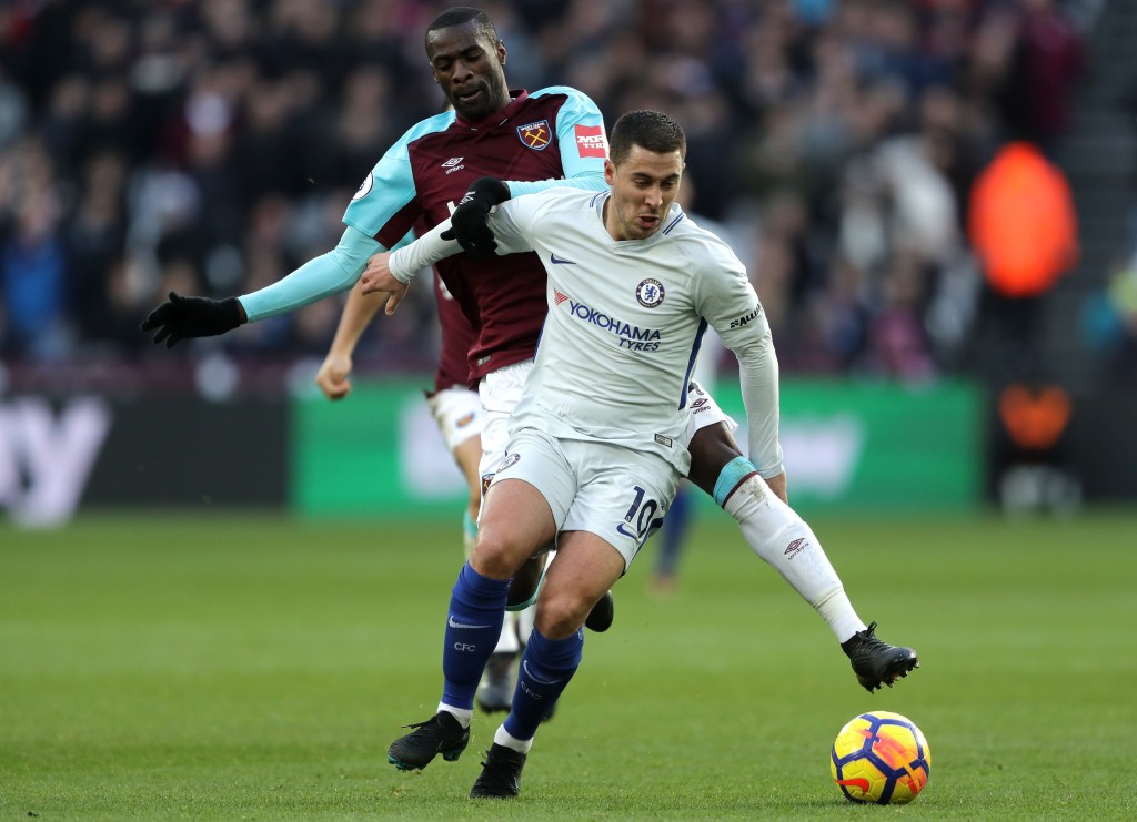 LONDON, ENGLAND - DECEMBER 09: Eden Hazard of Chelsea is challenged by Pedro Obiang of West Ham United during the Premier League match between West Ham United and Chelsea at London Stadium on December 9, 2017 in London, England. (Photo by Richard Heathcote/Getty Images) *** Local Caption *** Pedro Obiang; Eden Hazard