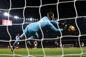 Top 5 Saves of 2017 Featuring De Gea's Double, Oblak Stunners and More