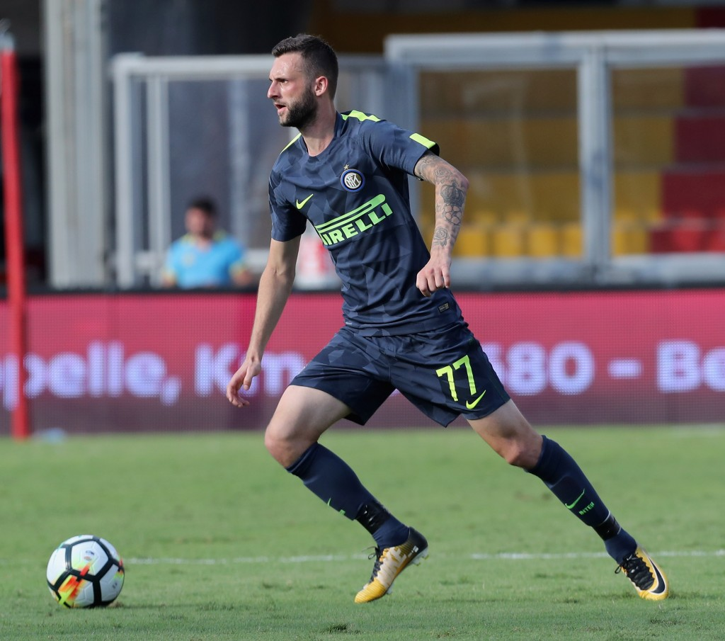 BENEVENTO, ITALY - OCTOBER 01: Marcelo Brozovic of Inter during the Serie A match between Benevento Calcio and FC Internazionale at Stadio Ciro Vigorito on October 1, 2017 in Benevento, Italy. (Photo by Maurizio Lagana/Getty Images)