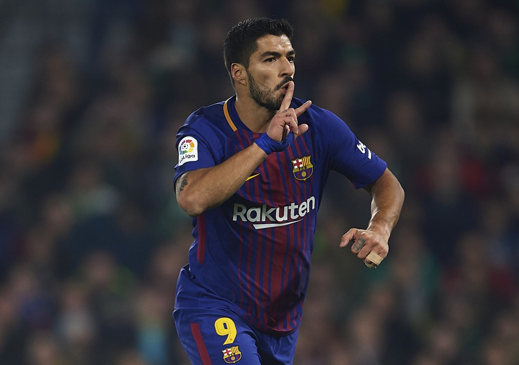 SEVILLE, SPAIN - JANUARY 21: Luis Suarez of FC Barcelona celebrates after scoring the third goal for FC Barcelona during the La Liga match between Real Betis and Barcelona at Estadio Benito Villamarin on January 21, 2018 in Seville, . (Photo by Aitor Alcalde/Getty Images)