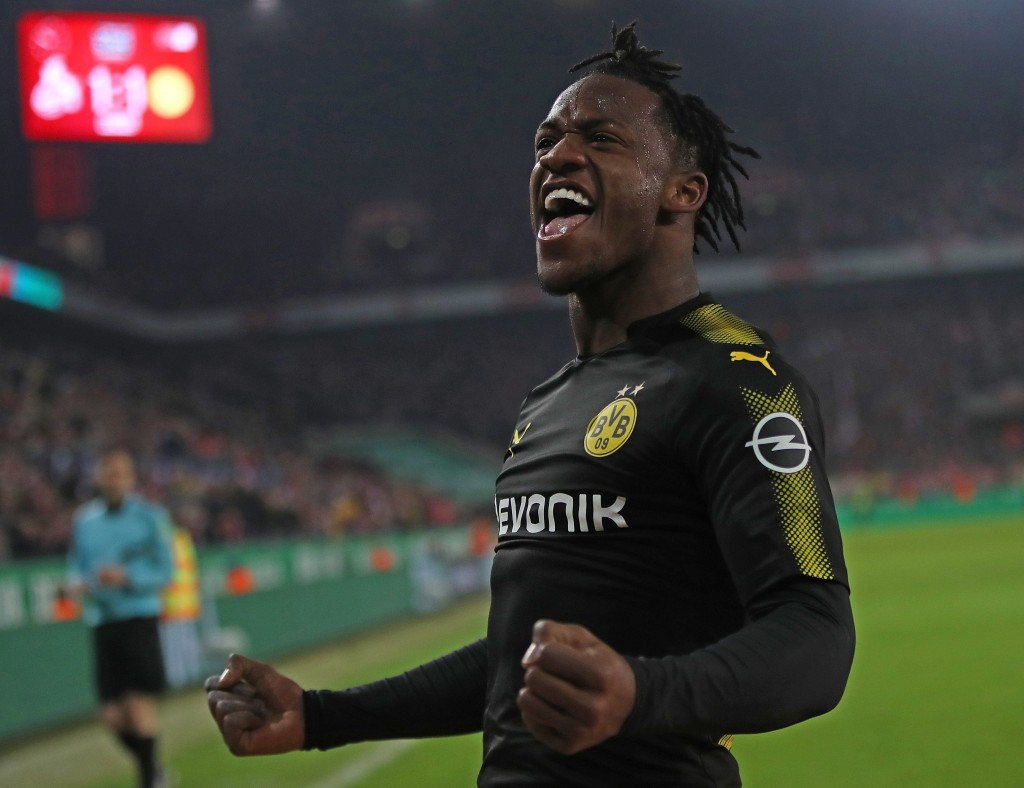 COLOGNE, GERMANY - FEBRUARY 02: Michy Batshuayi of Dortmund celebrates scoring his second goal on his debut during the Bundesliga match between 1. FC Koeln and Borussia Dortmund at RheinEnergieStadion on February 2, 2018 in Cologne, Germany. (Photo by Alex Grimm/Bongarts/Getty Images)