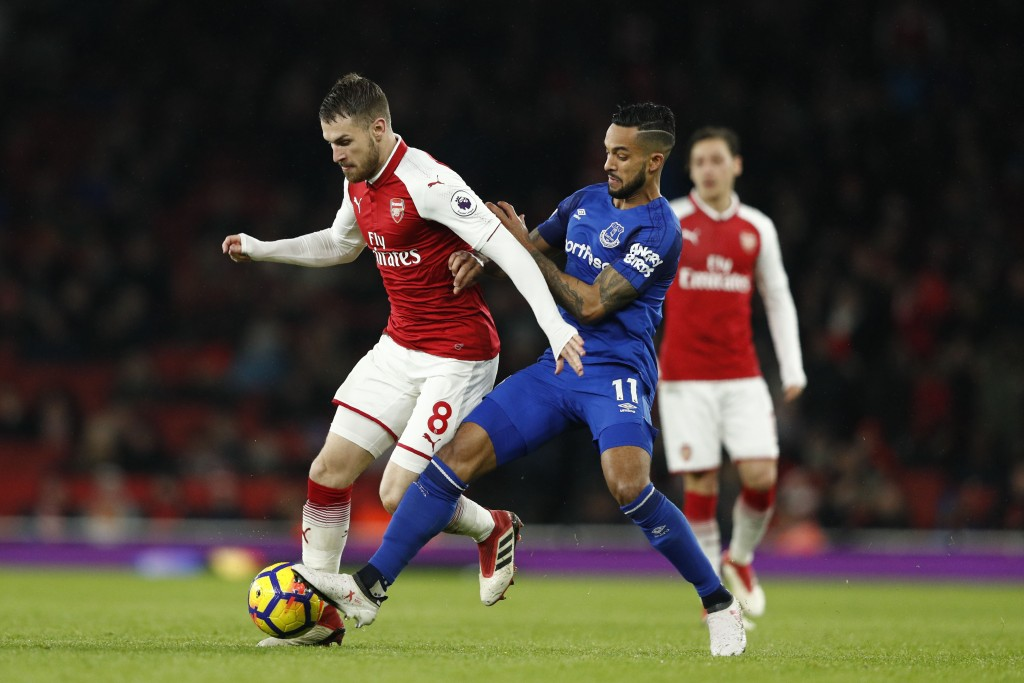 Everton's English striker Theo Walcott (R) vies with Arsenal's Welsh midfielder Aaron Ramsey during the English Premier League football match between Arsenal and Everton at the Emirates Stadium in London on February 3, 2018. / AFP PHOTO / Adrian DENNIS / RESTRICTED TO EDITORIAL USE. No use with unauthorized audio, video, data, fixture lists, club/league logos or 'live' services. Online in-match use limited to 75 images, no video emulation. No use in betting, games or single club/league/player publications. / (Photo credit should read ADRIAN DENNIS/AFP/Getty Images)