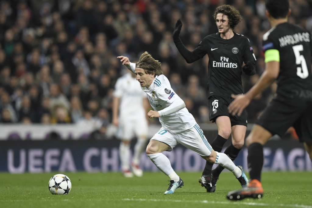 Real Madrid's Croatian midfielder Luka Modric (L) vies with Paris Saint-Germain's French midfielder Adrien Rabiot (R) during the UEFA Champions League round of sixteen first leg football match Real Madrid CF against Paris Saint-Germain (PSG) at the Santiago Bernabeu stadium in Madrid on February 14, 2018. / AFP PHOTO / GABRIEL BOUYS (Photo credit should read GABRIEL BOUYS/AFP/Getty Images)