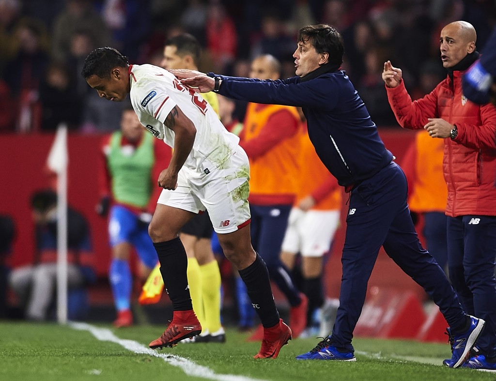 SEVILLE, SPAIN - JANUARY 28: Luis Muriel of Sevilla FC (L) celebrates after scoring the first goal for Sevilla FC with his coach Vincenzo Montella of Sevilla FC during the La Liga match between Sevilla and Getafe at Estadio Ramon Sanchez Pizjuan on January 28, 2018 in Seville, Spain. (Photo by Aitor Alcalde/Getty Images)