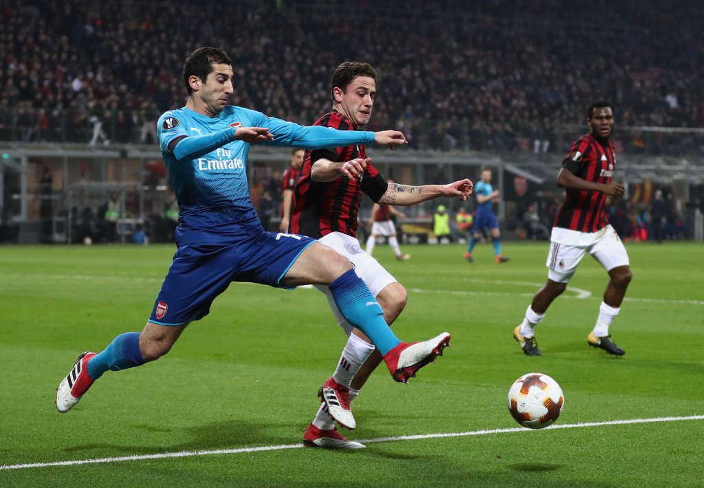 MILAN, ITALY - MARCH 08: Henrikh Mkhitaryan of Arsenal is tackled by Davide Calabria of AC Milan during the UEFA Europa League Round of 16 match between AC Milan and Arsenal at the San Siro on March 8, 2018 in Milan, Italy. (Photo by Catherine Ivill/Getty Images)