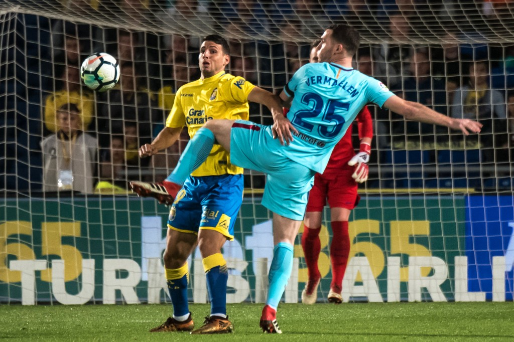 Las Palmas' Argentinian forward Jonathan Calleri (R) vies with Barcelona's Belgian defender Tomas Vermaelen during the Spanish league football match UD Las Palmas vs FC Barcelona at the Gran Canaria stadium in Las Palmas de Gran Canaria on March 01, 2018. (Photo courtesy - Desiree Martin/AFP/Getty Images)