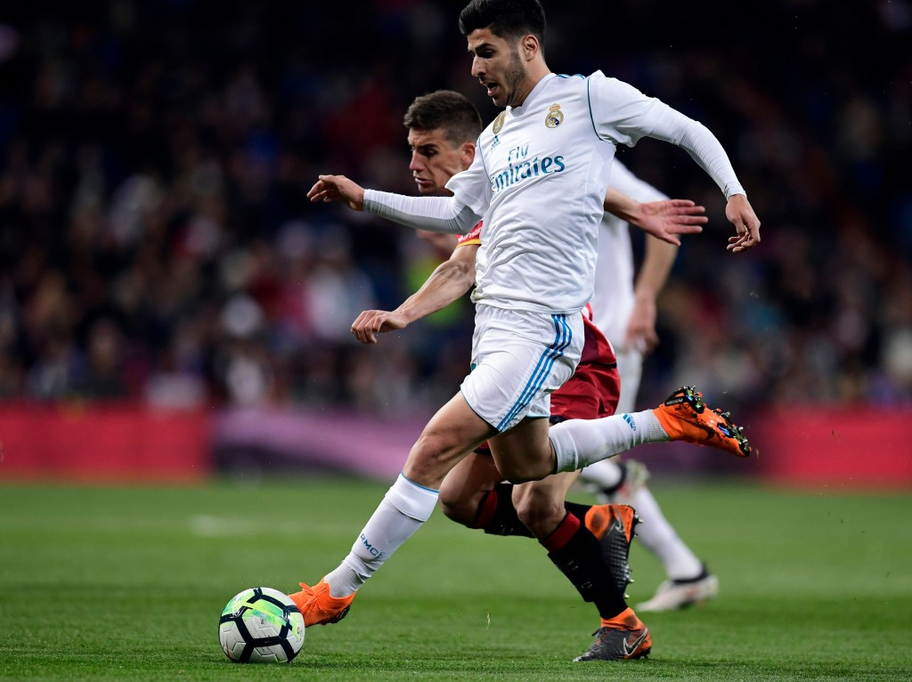 Real Madrid's Spanish midfielder Marco Asensio (R) vies with Girona's Spanish midfielder Pere Pons during the Spanish League football match between Real Madrid CF and Girona FC at the Santiago Bernabeu stadium in Madrid on March 18, 2018. / AFP PHOTO / JAVIER SORIANO (Photo credit should read JAVIER SORIANO/AFP/Getty Images)