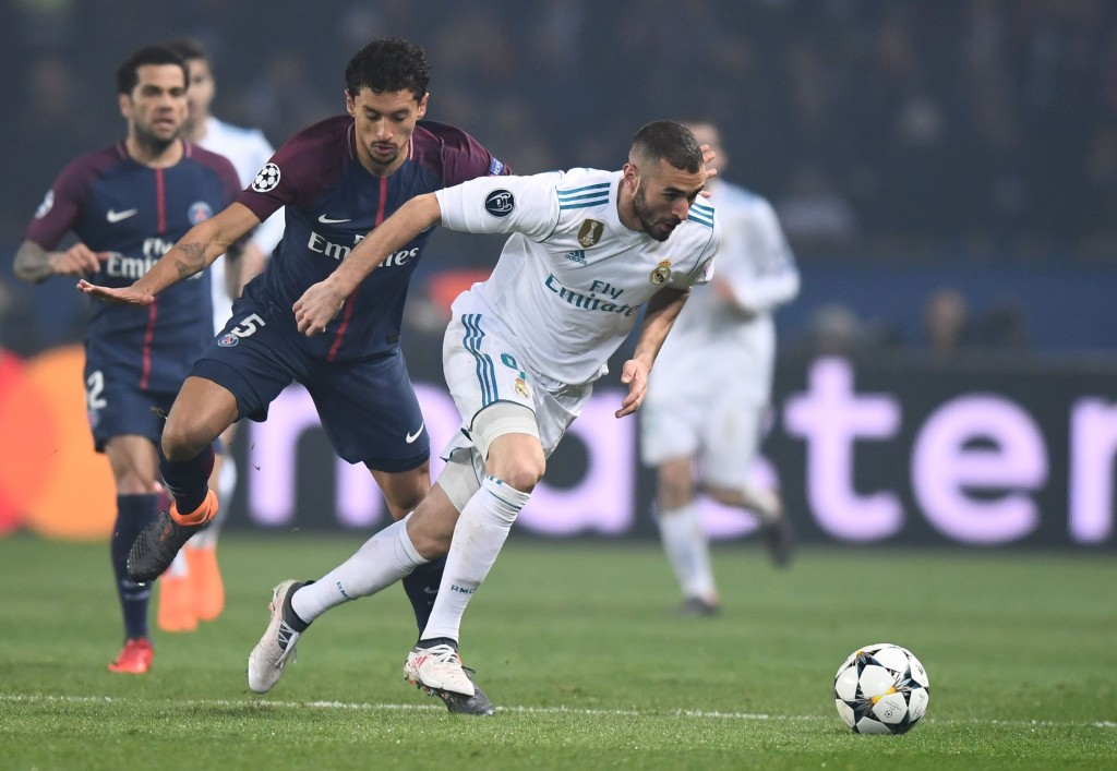Real Madrid's French forward Karim Benzema (R) vies for the ball with Paris Saint-Germain's Brazilian defender Marquinhos during the UEFA Champions League round of 16 second leg football match between Paris Saint-Germain (PSG) and Real Madrid on March 6, 2018, at the Parc des Princes stadium in Paris. / AFP PHOTO / FRANCK FIFE (Photo credit should read FRANCK FIFE/AFP/Getty Images)