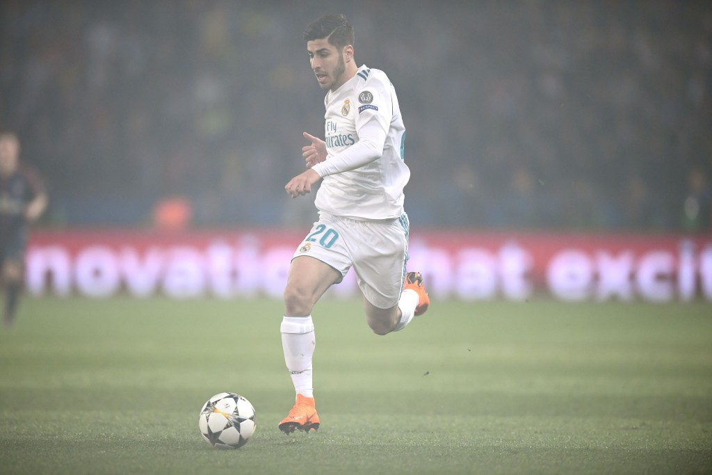 Real Madrid's Spanish midfielder Marco Asensio runs with the ball during the UEFA Champions League round of 16 second leg football match between Paris Saint-Germain (PSG) and Real Madrid on March 6, 2018, at the Parc des Princes stadium in Paris. / AFP PHOTO / FRANCK FIFE (Photo credit should read FRANCK FIFE/AFP/Getty Images)
