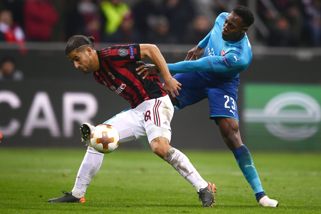 AC Milan's defender Ricardo Rodriguez from Switzerland (L) fights for the ball with Arsenal's forward Danny Welbeck from England during the UEFA Europa League round 16 first-leg football match AC Milan Vs Arsenal at the 'San Siro Stadium' in Milan on March 8, 2018. Arsenal won 0-2. / AFP PHOTO / MARCO BERTORELLO (Photo credit should read MARCO BERTORELLO/AFP/Getty Images)