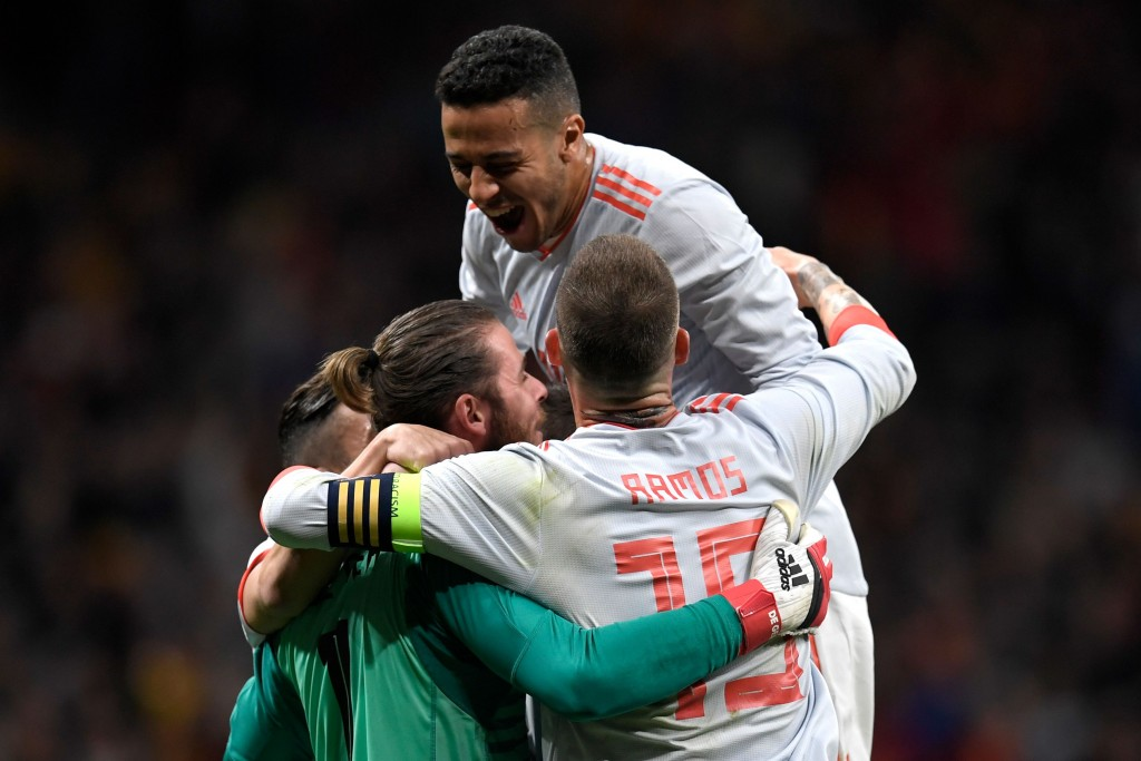 (L-R) Spain's goalkeeper David de Gea, Spain's midfielder Thiago and Spain's defender Sergio Ramos celebrate a goal during a friendly football match between Spain and Argentina at the Wanda Metropolitano Stadium in Madrid on March 27, 2018. / AFP PHOTO / GABRIEL BOUYS (Photo credit should read GABRIEL BOUYS/AFP/Getty Images)