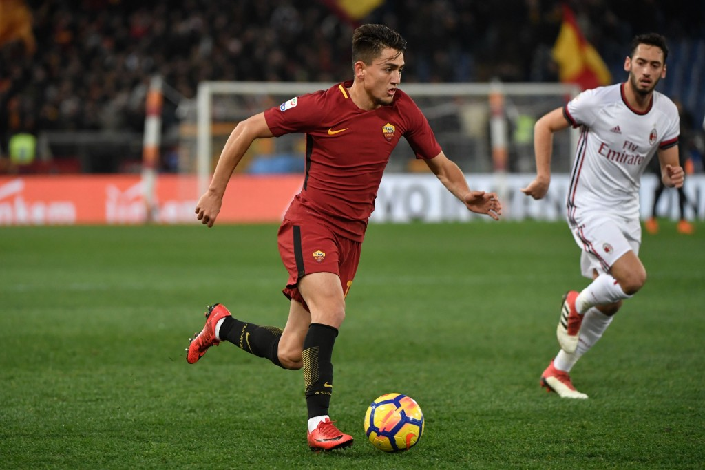 Roma's Turkish midfielder Cengiz Under runs with the ball during the Italian Serie A football match between AS Roma and AC Milan on February 25, 2018, at the Olympic Stadium in rome. / AFP PHOTO / Andreas SOLARO (Photo credit should read ANDREAS SOLARO/AFP/Getty Images)