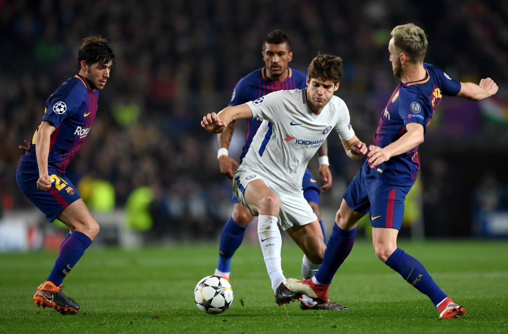 BARCELONA, SPAIN - MARCH 14: Marcos Alonso of Chelsea takes on Sergi Roberto, Paulinho and Ivan Rakitic of Barcelona during the UEFA Champions League Round of 16 Second Leg match FC Barcelona and Chelsea FC at Camp Nou on March 14, 2018 in Barcelona, Spain. (Photo by Shaun Botterill/Getty Images)