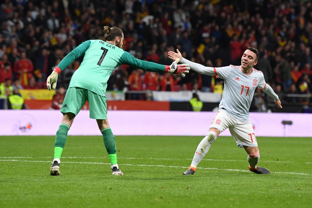 MADRID, SPAIN - MARCH 27: David De Gea of Spain and Iago Aspas of Spain celebrate together during the International Friendly between Spain and Argentina on March 27, 2018 in Madrid, Spain. (Photo by David Ramos/Getty Images)