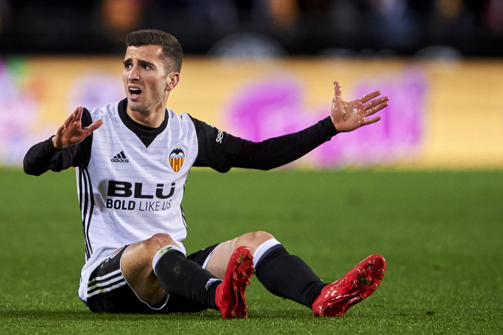 VALENCIA, SPAIN - FEBRUARY 08: Jose Luis Gaya of Valencia CF reacts during the Copa de Rey semi-final second leg match between Valencia and Barcelona on February 8, 2018 in Valencia, Spain. (Photo by Manuel Queimadelos Alonso/Getty Images)