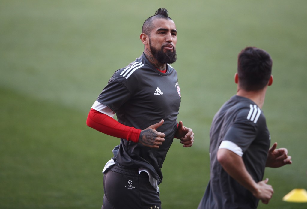 SEVILLE, SPAIN - APRIL 02: Arturo Vidal of Bayern Muenchen warms up during a training session prior to the UEFA Champions League Quarter-Final first leg match against Sevilla at Estadio Ramon Sanchez Pizjuan on April 2, 2018 in Seville, Spain. (Photo by Adam Pretty/Getty Images)
