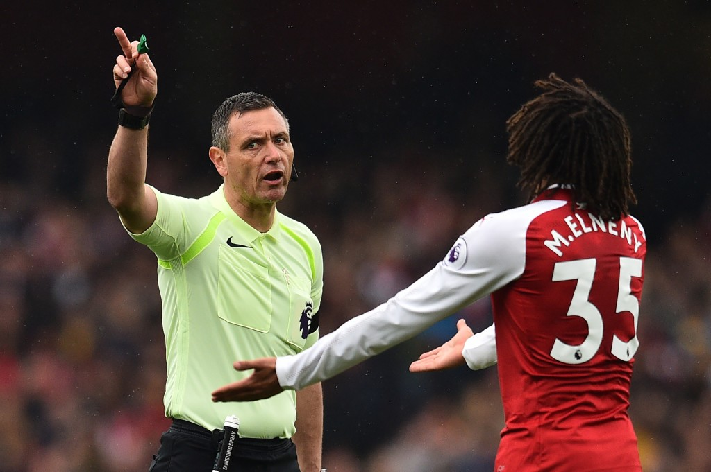 Elneny was sent off late in the game (Photo: GLYN KIRK/AFP/Getty Images)
