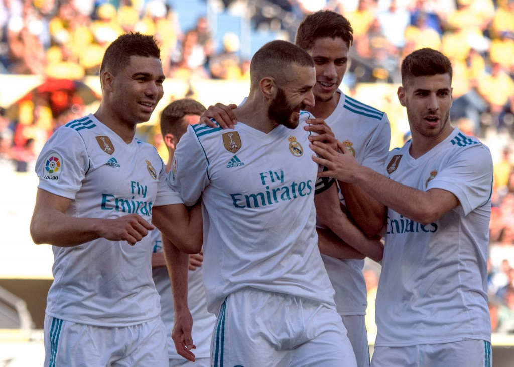 Real Madrid's French forward Karim Benzema (C) celebrates a goal with teammates during the Spanish League football match between UD Las Palmas and Real Madrid CF at the Gran Canaria stadium in Las Palmas on March 31, 2018. / AFP PHOTO / DESIREE MARTIN (Photo credit should read DESIREE MARTIN/AFP/Getty Images)