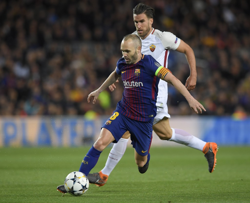 Barcelona's Spanish defender Gerard Pique (L) vies with Roma's Dutch midfielder Kevin Strootman during the UEFA Champions League quarter-final first leg football match between FC Barcelona and AS Roma at the Camp Nou Stadium in Barcelona on April 4, 2018. / AFP PHOTO / LLUIS GENE (Photo credit should read LLUIS GENE/AFP/Getty Images)