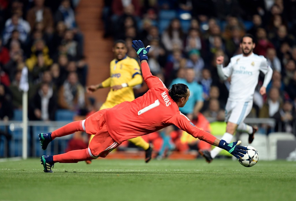 Real Madrid's Costa Rican goalkeeper Keylor Navas dives for the ball during the UEFA Champions League quarter-final second leg football match between Real Madrid CF and Juventus FC at the Santiago Bernabeu stadium in Madrid on April 11, 2018. / AFP PHOTO / OSCAR DEL POZO (Photo credit should read OSCAR DEL POZO/AFP/Getty Images)
