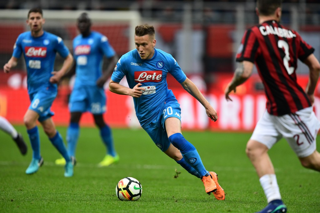 Napoli's Polish midfielder Piotr Zielinski runs the ball during the Italian Serie A football match between AC Milan and Napoli at San Siro stadium in Milan on April 15, 2018. / AFP PHOTO / MIGUEL MEDINA (Photo credit should read MIGUEL MEDINA/AFP/Getty Images)