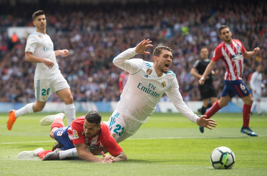 MADRID, SPAIN - APRIL 08: Mateo Kovacic of Real Madrid is challenged by Victor 'Vitolo' Machin of Atletico de Madrid during the La Liga match between Real Madrid and Atletico Madrid at Estadio Santiago Bernabeu on April 8, 2018 in Madrid, Spain. (Photo by Denis Doyle/Getty Images)