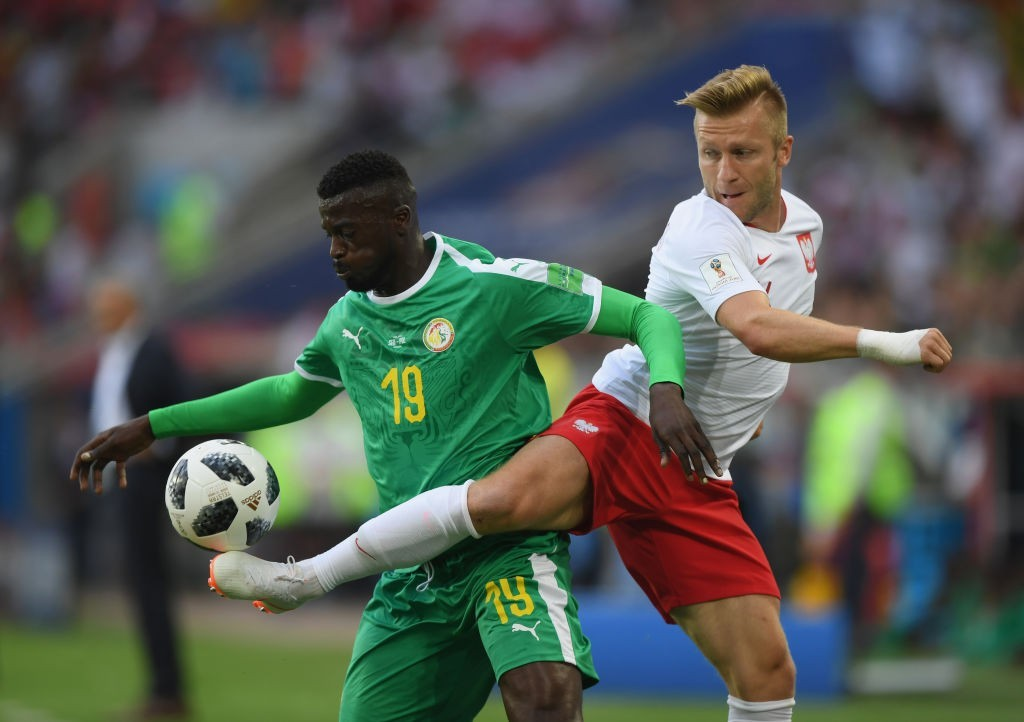 MOSCOW, RUSSIA - JUNE 19: Mbaye Niang of Senegal is challenged by Jakub Blaszczykowski of Poland during the 2018 FIFA World Cup Russia group H match between Poland and Senegal at Spartak Stadium on June 19, 2018 in Moscow, Russia. (Photo by Shaun Botterill/Getty Images)