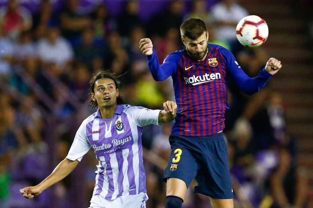 An underwhelming display from Pique (Photo by BENJAMIN CREMEL/AFP/Getty Images)