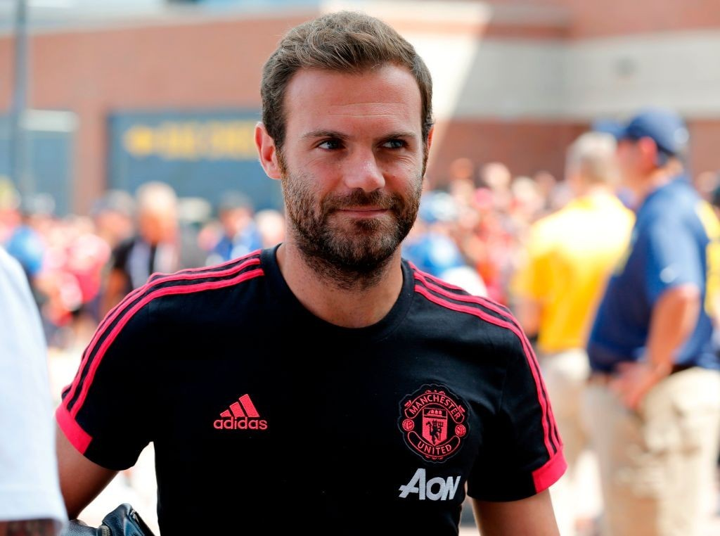 Manchester United offer Juan Mata new one-year deal