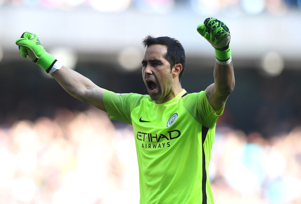 Claudio Bravo's untimely long-term injury could prompt Manchester City to sign another keeper on an emergency loan. (Photo courtesy: AFP/Getty)