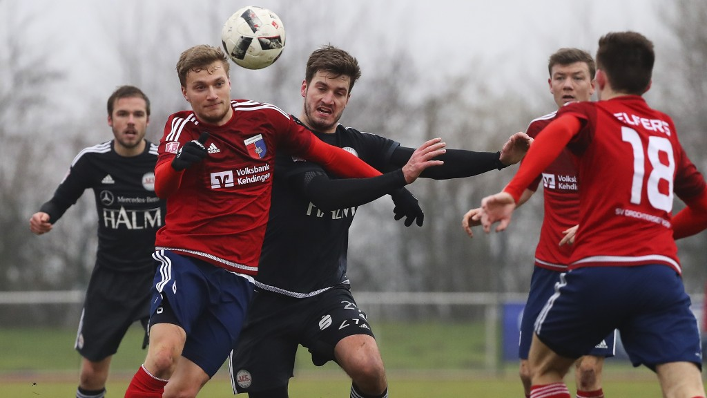 Weydandt in action for 1. FC Germania Egestorf/Langreder in the fourth division. (Photo by Oliver Hardt/Bongarts/Getty Images)