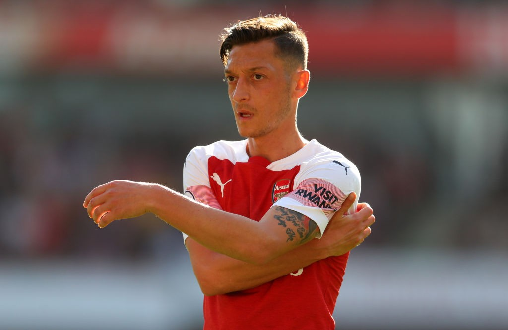 Ozil inspires Arsenal to 10th successive win