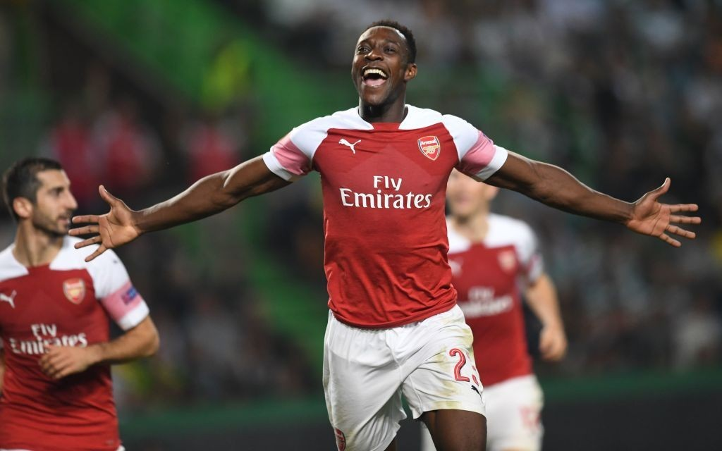 Arsenal's Danny Welbeck suffers leg injury against Sporting