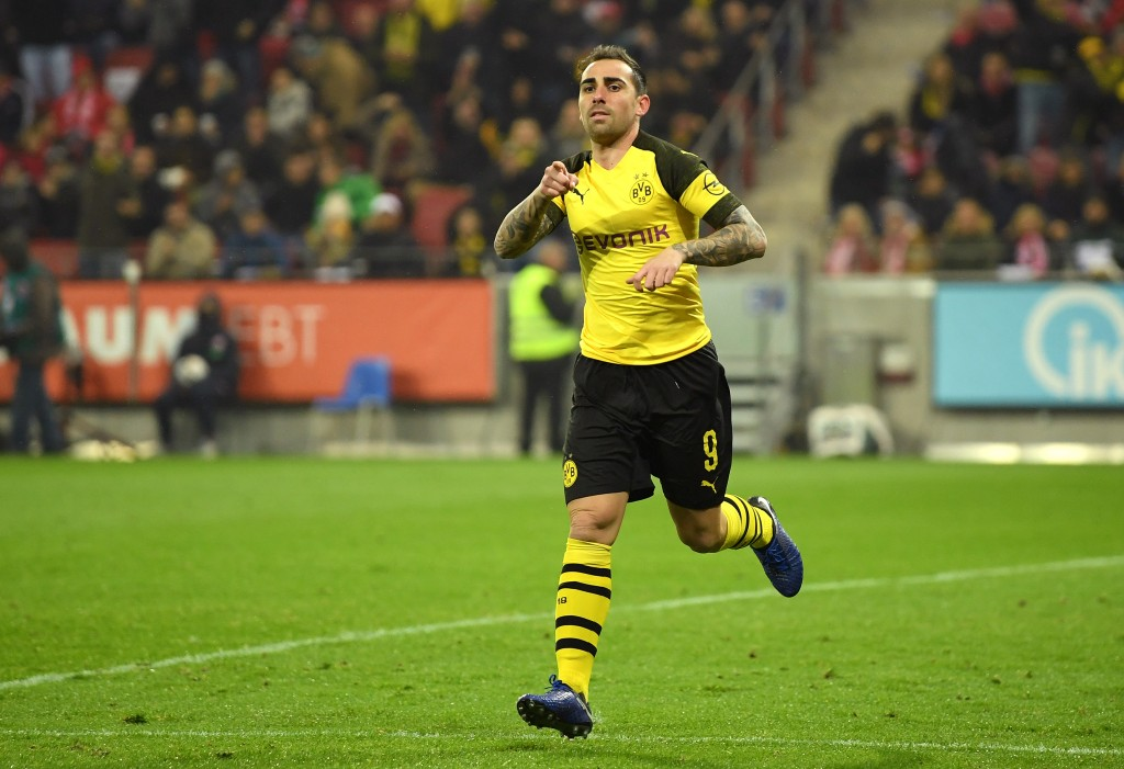 MAINZ, GERMANY - NOVEMBER 24: Paco Alcacer of Borussia Dortmund celebrates after scoring his team's first goal during the Bundesliga match between 1. FSV Mainz 05 and Borussia Dortmund at Opel Arena on November 24, 2018 in Mainz, Germany. (Photo by Matthias Hangst/Bongarts/Getty Images)