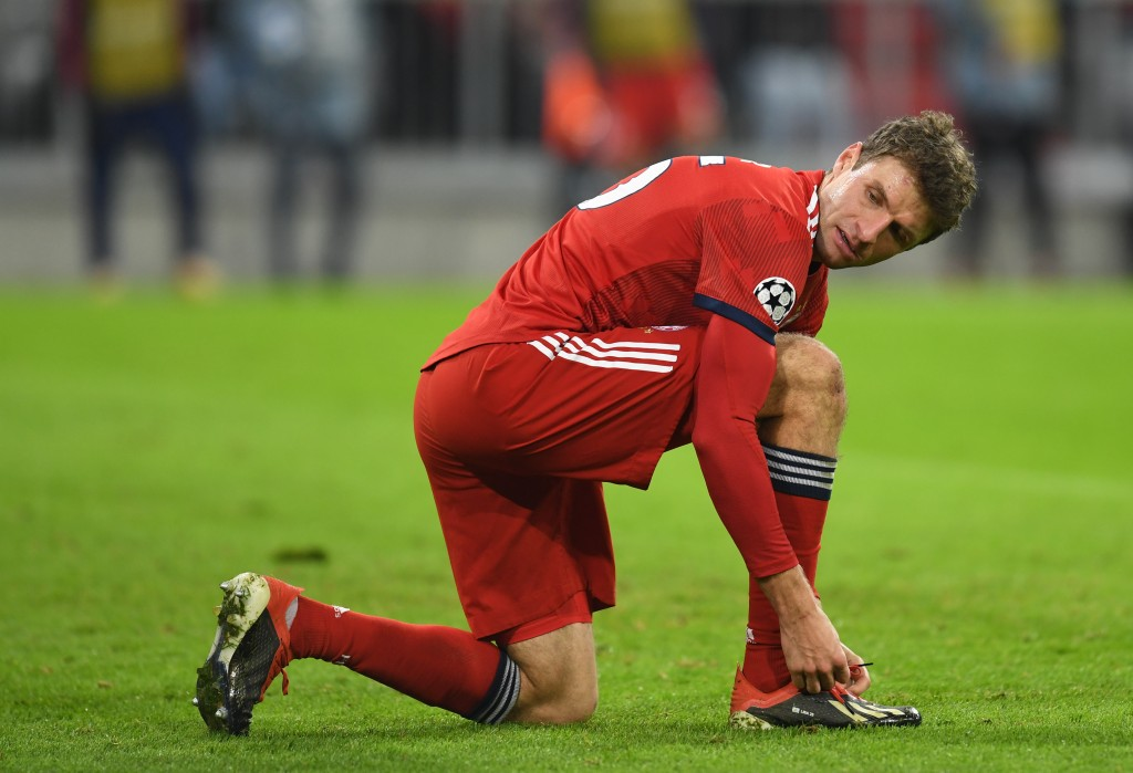 Bayern Munich's German forward Thomas Mueller checks his shoes during the UEFA Champions League Group E football match Bayern Munich vs Benfica Lisbon in Munich, southern Germany, on November 27, 2018. (Photo by Christof STACHE / AFP) (Photo credit should read CHRISTOF STACHE/AFP/Getty Images)