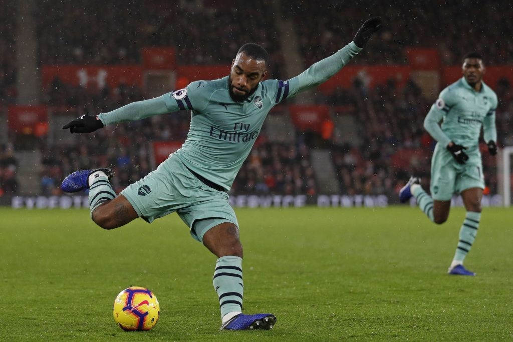 Lacazette tried to make things for Arsenal, but his teammates failed him. (Photo by Adrian Dennis/AFP/Getty Images)
