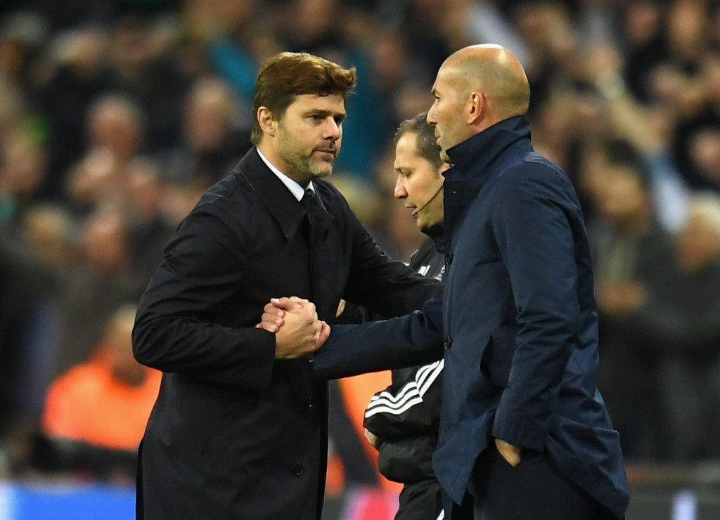 Zizou over Poch for Louis Saha (Photo by Mike Hewitt/Getty Images)