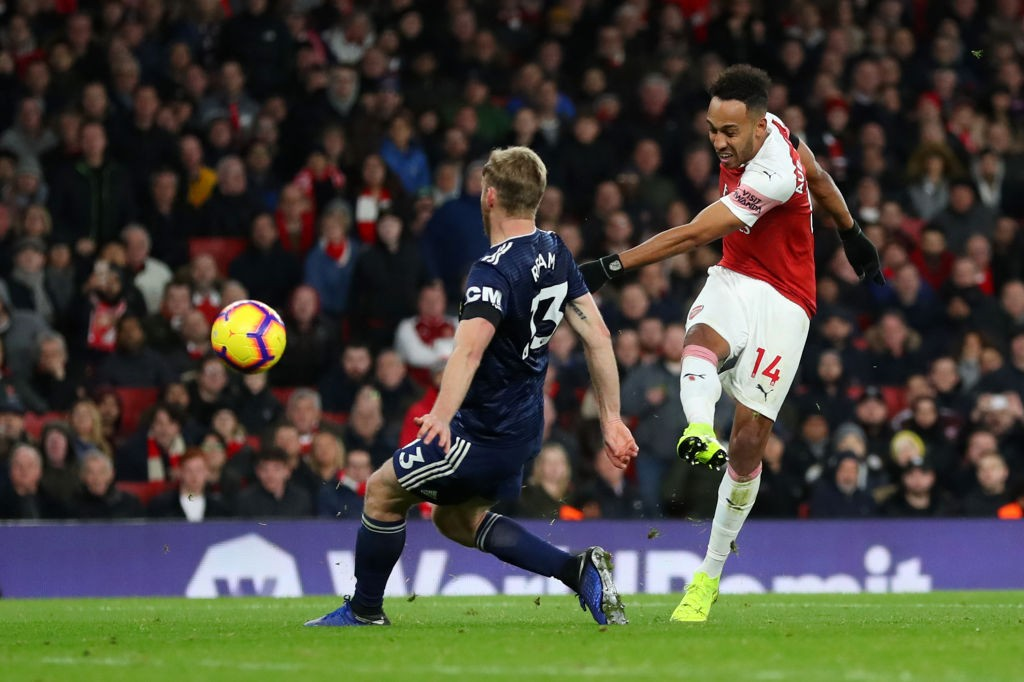 Aubameyang smashes in his 14th goal of the season. (Photo courtesy: AFP/Getty)